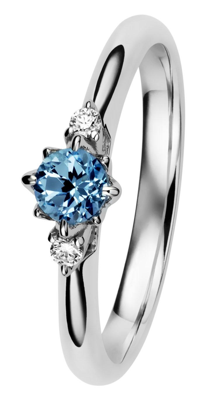 Rosa-timanttisormus sinisellä topaasilla.