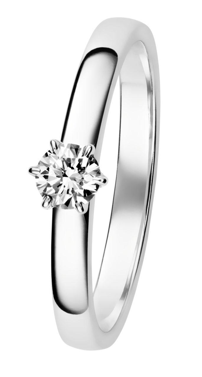 Leonora yksikivinen timanttiosormus on upea.