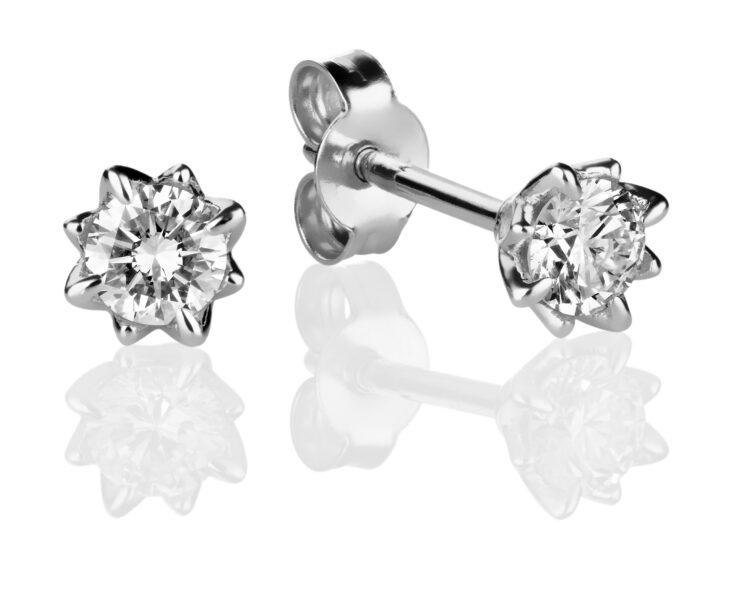 Rosa timanttikorvakorut ovat tyylikkäät timanttikorut yhteensä 0,30 karaatin timanteilla.