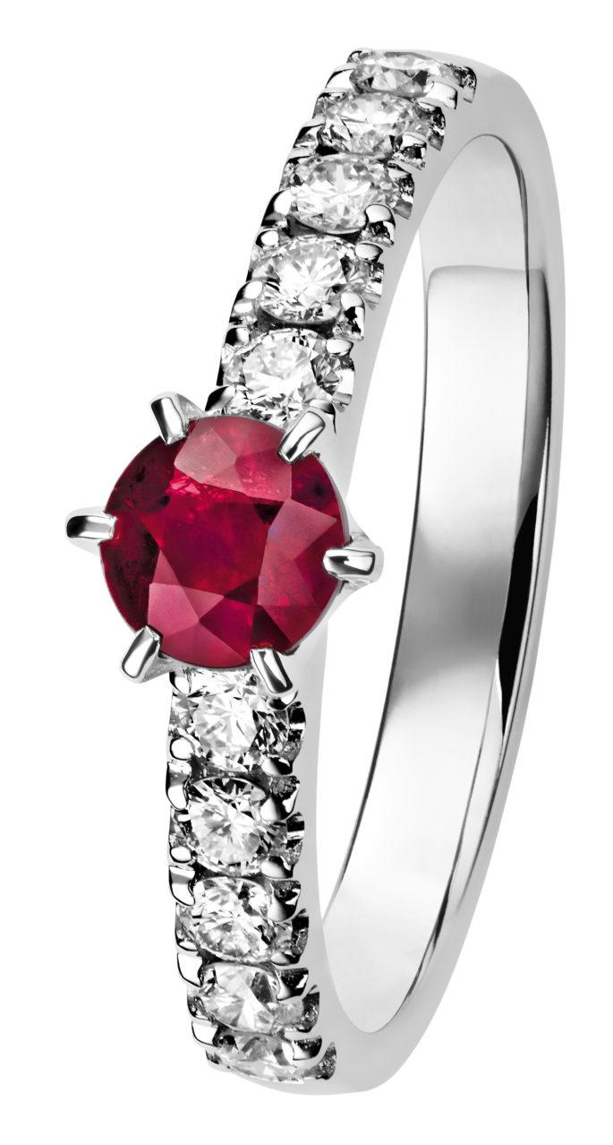 Leonora rubiinisormus on kaunis tumman punainen timanttisormus